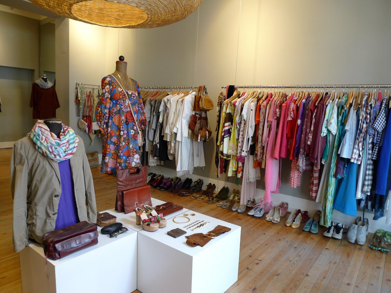 Buying Vintage Clothing – Pros and Cons